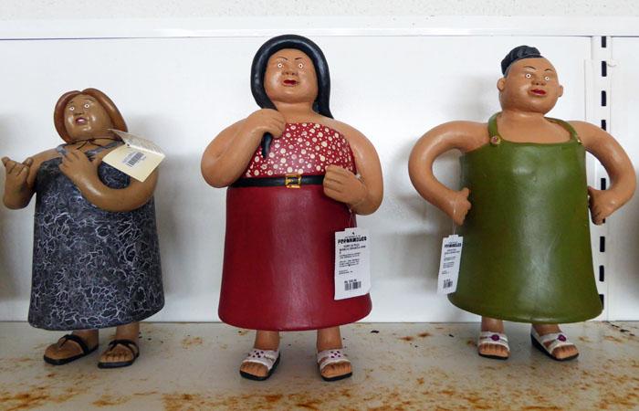 Foto van drie vrouwenpoppen