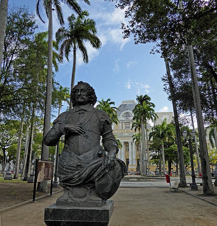 Foto van standbeeld in park