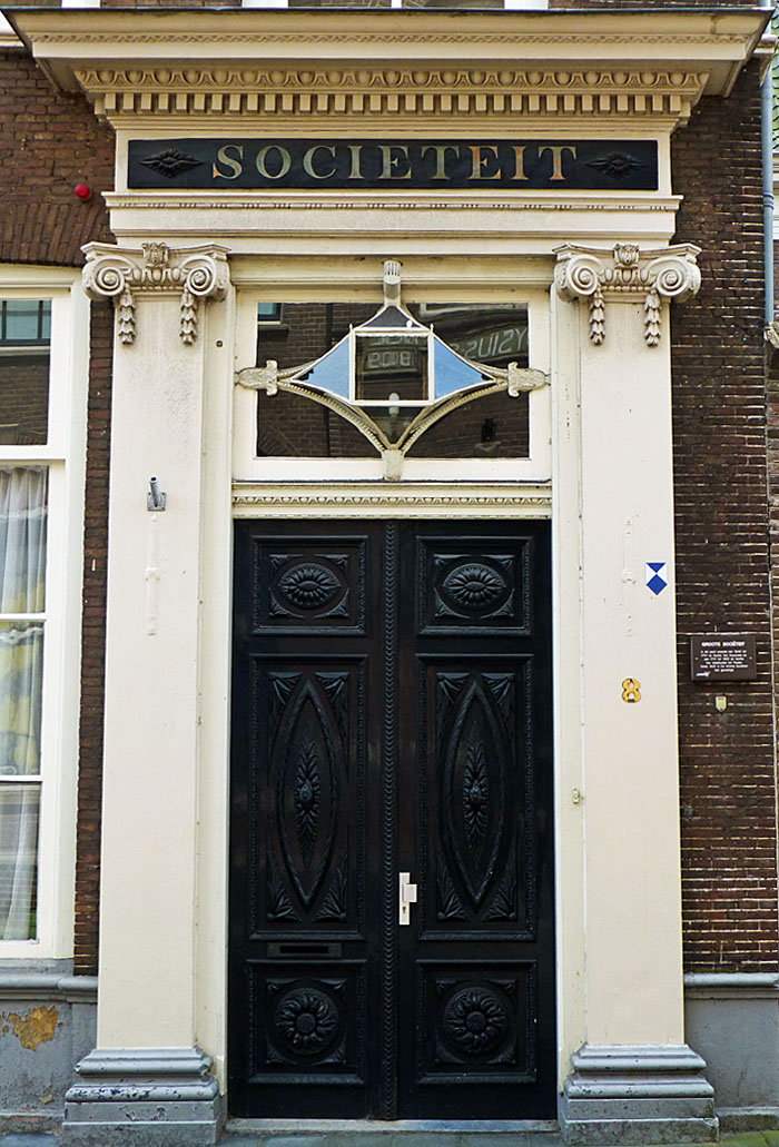 Foto van monumentale voordeur