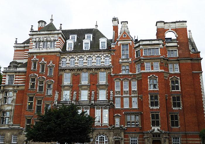 Foto van roodstenen gebouw