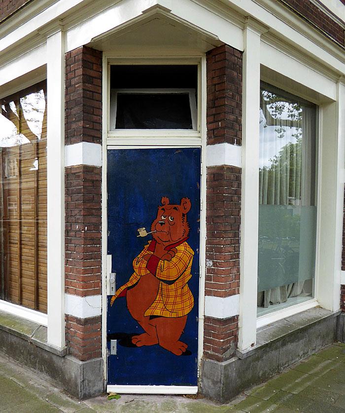 Foto van deur met Olivier B. Bommel