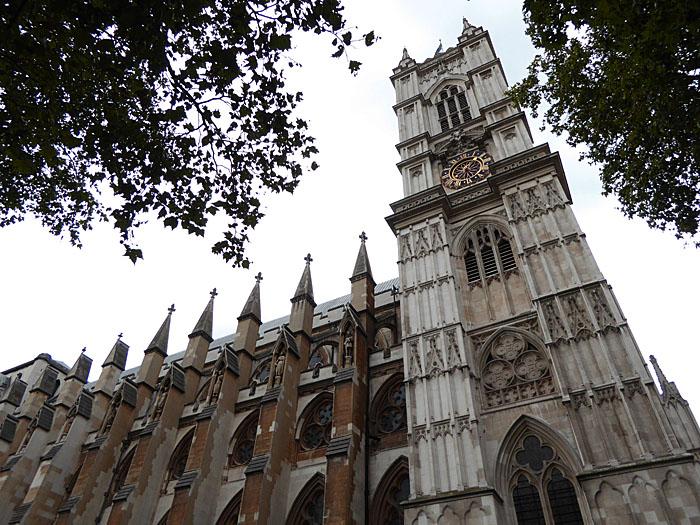 Foto van Westminster Abbey tussen bomen