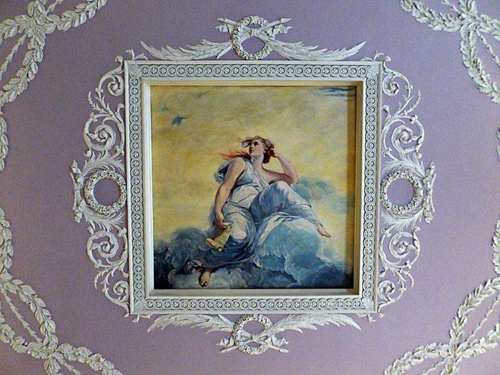 Foto van schilderij van vrouw op wolk