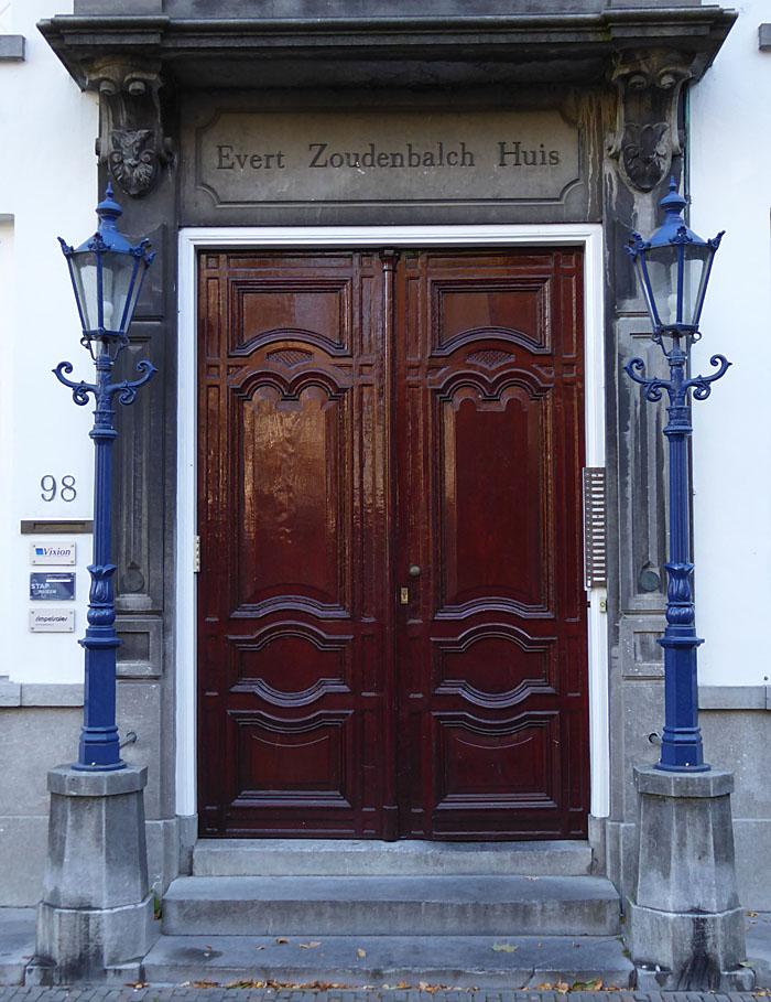 Foto van dubbele houten deur