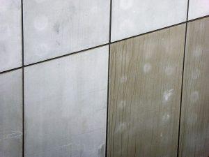 Foto van vuile en verkleurde dekplaten
