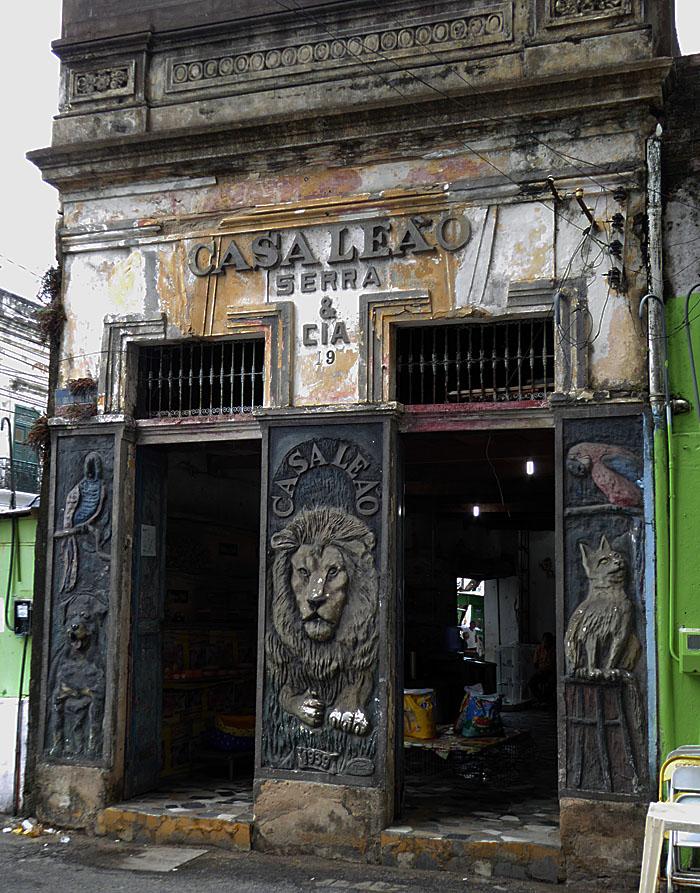 Foto van winkel met leeuwenkop