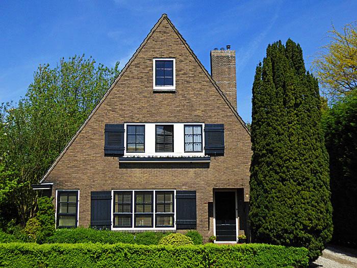 Foto van huis met puntdak
