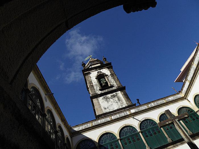 Foto van kloostergang en toren