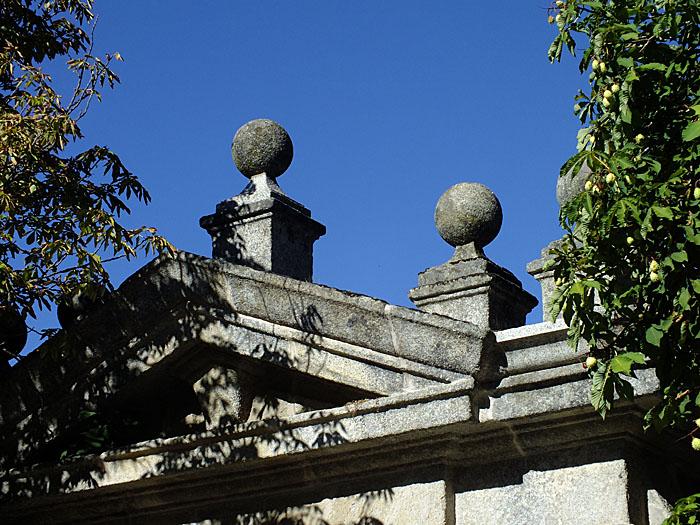 Foto van de bovenkant van een graftombe