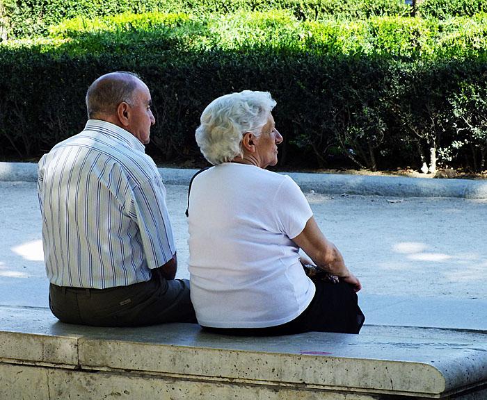 Foto van echtpaar op bankje
