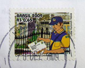 Foto van Braziliaanse postzegel met afbeelding postbode