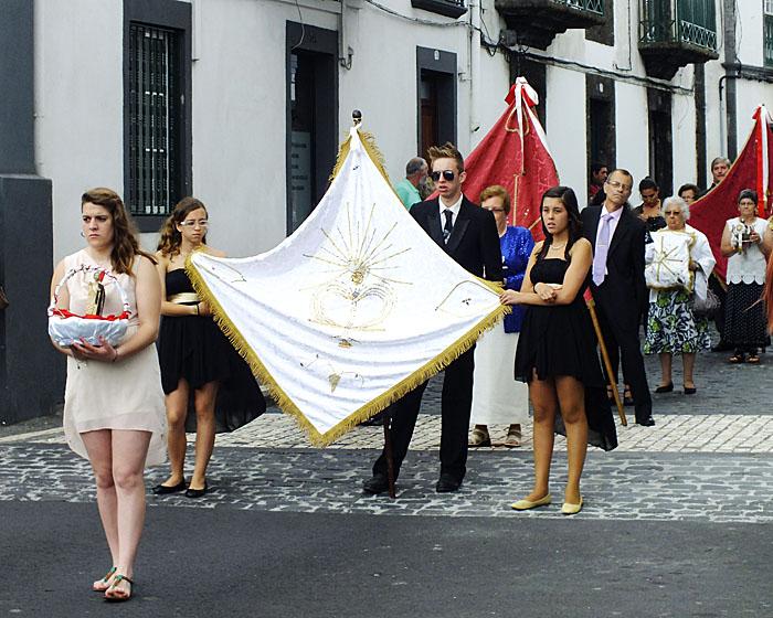 Foto van groepje met vlag