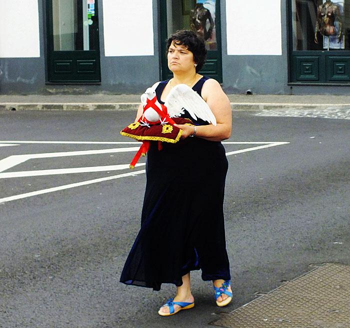 Foto van dame in processie