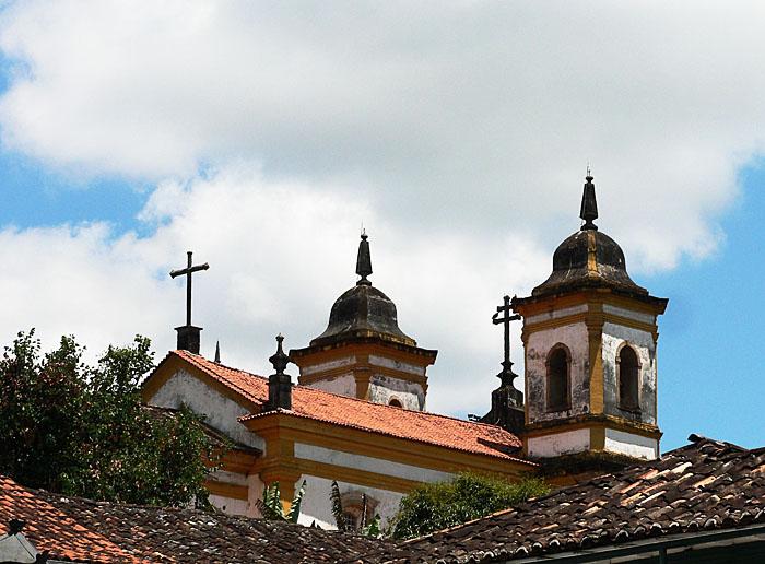 Foto van dak en torens van kerk