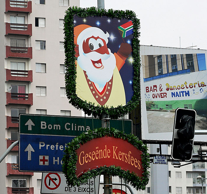 Foto van kerstwens aan lantaarnpaal