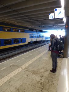 Foto van vuil perron station Utrecht