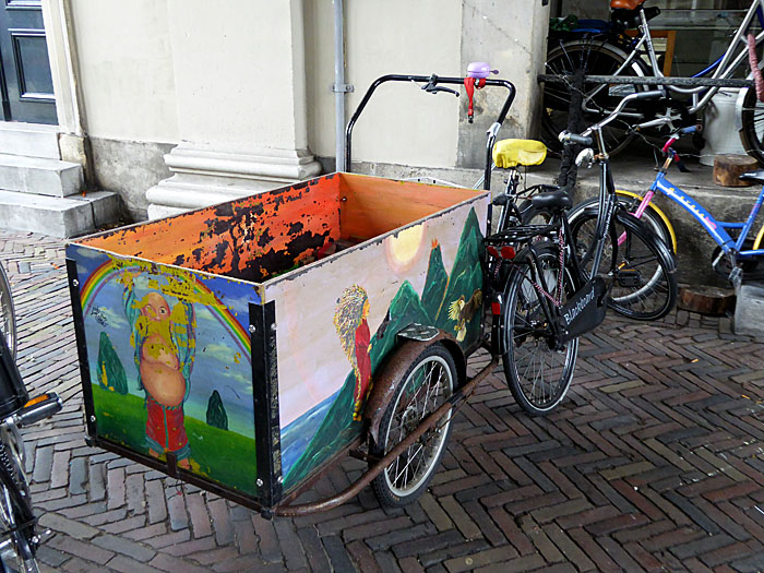 Foto van beschilderde bakfiets