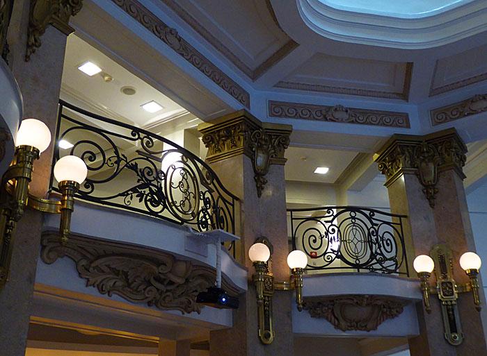 Foto van interieur van bank (mezzanine)