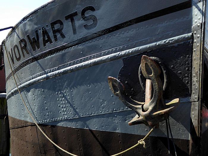 Foto van boeg schip met anker