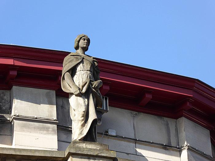 Foto van standbeeld van vrouw