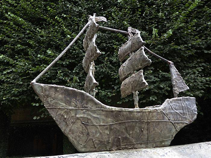 Foto van beeld van zeilschip