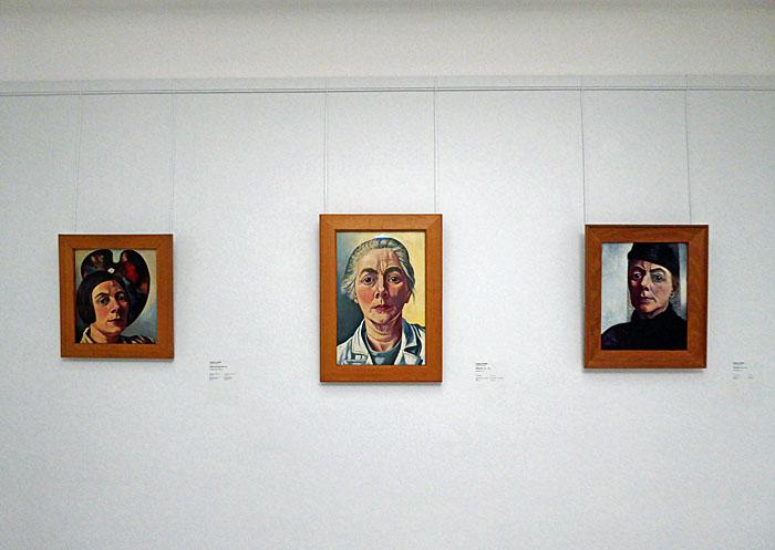 Foto van drie schilderijen