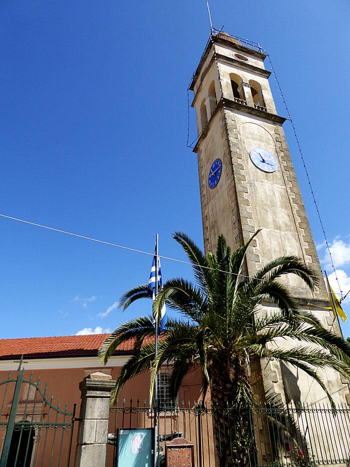 Foto van wittige kerktoren