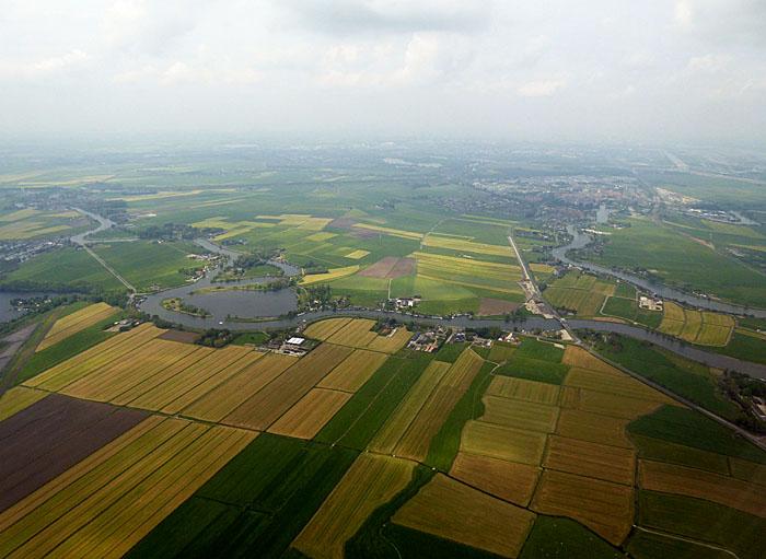 Luchtfoto van land met akkers