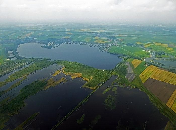 Luchtfoto van plassengebied