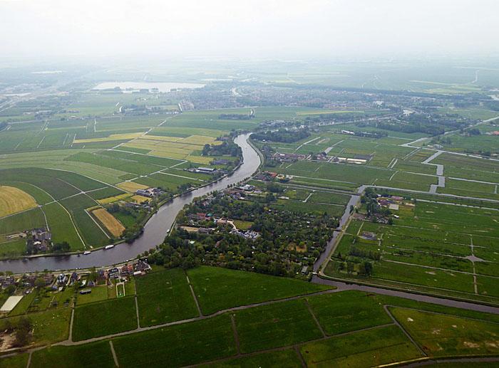 Luchtfoto van landschap met rivier