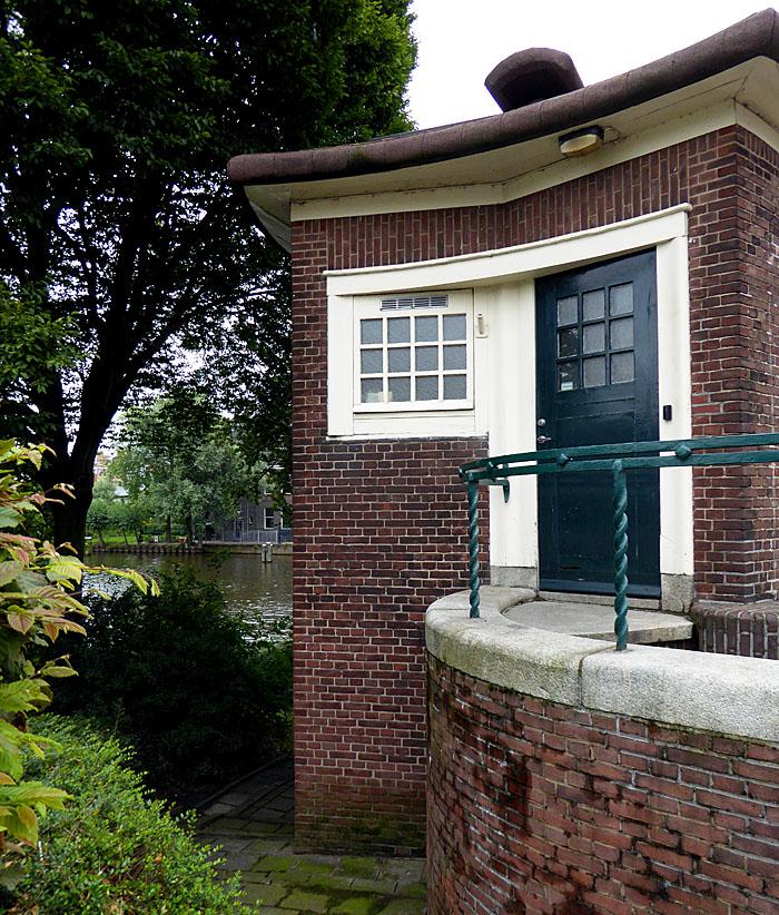 Foto van brugwachtershuisje