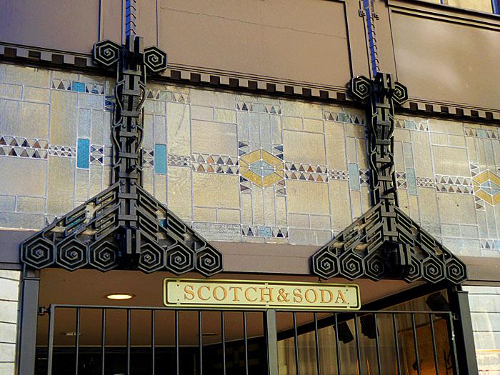 Foto van gevel (detail) genaamd Scotch & Soda