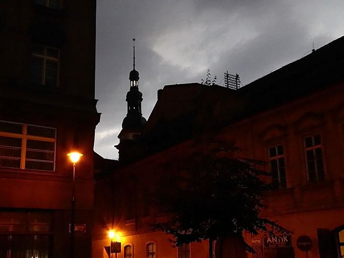 Foto van toren in avond