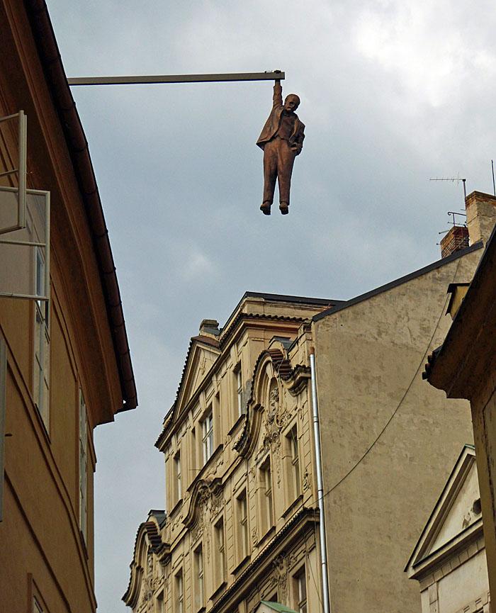 Foto van boven straat hangend beeld