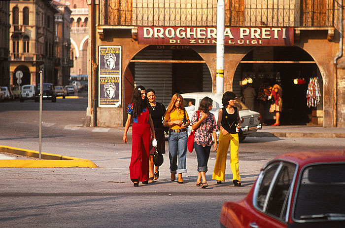 Foto van vrouwen op straat