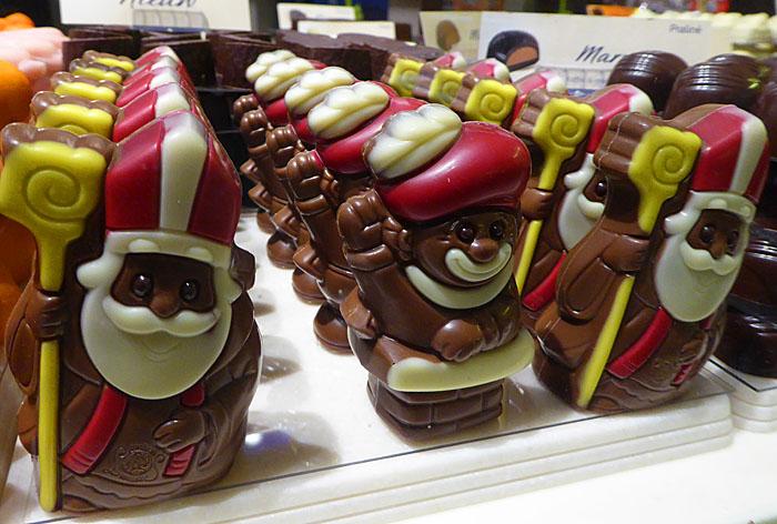 Foto van chocoladepoppetjes: Sinten en Pieten