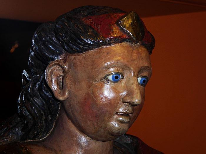 Foto van kop van heiligenbeeld