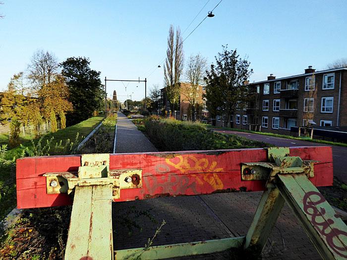 Foto van voormalige spoorbaan, nu park