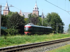 Foto van oude, groene trein