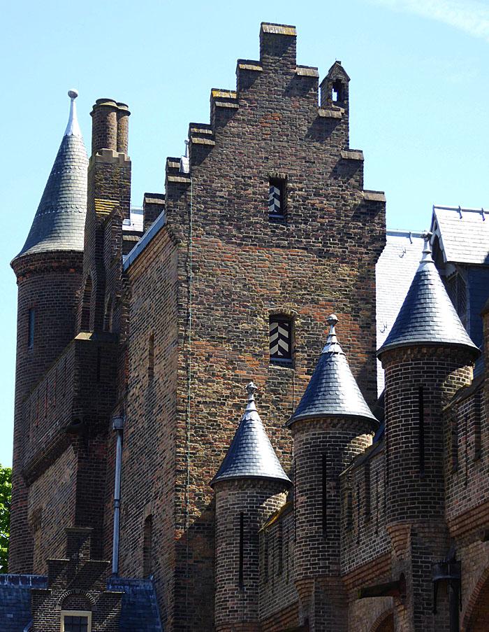Foto van gebouw met torens