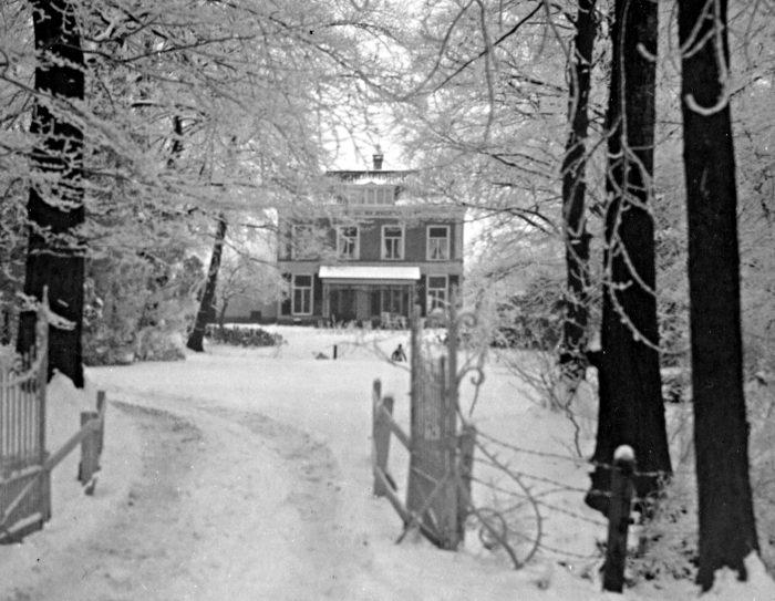Foto van huize Slingevliet in sneeuw