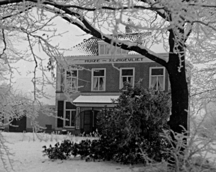 Foto van villa in sneeuw