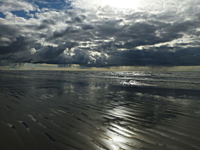 Foto van strand, wolken en zee