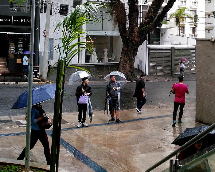 Foto van parapluverkopers