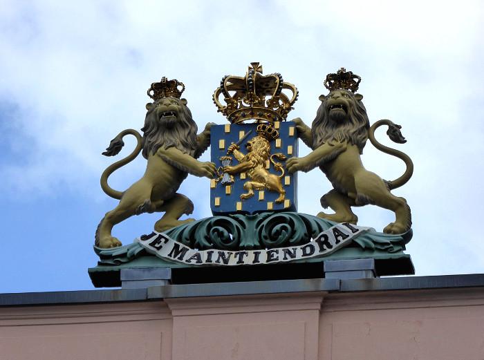 Foto van leeuwen met wapenschild