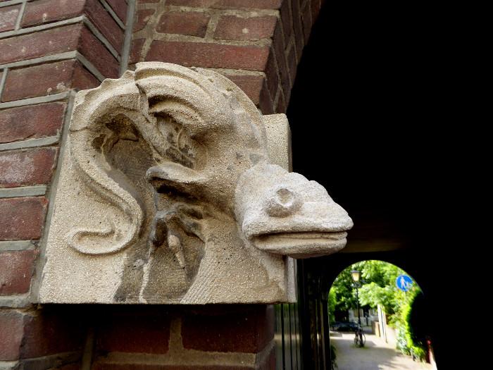 Foto van beeld van mythisch dier