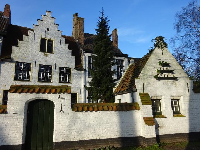 Foto van witte huisjes