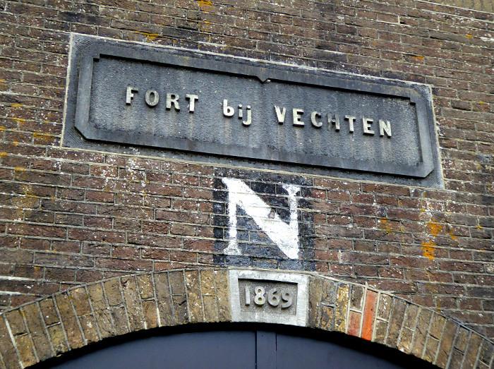 Foto van naambrodje van fort
