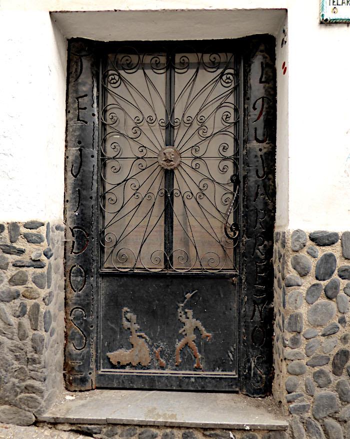 Foto van deur met afbeelding van flamencodansers