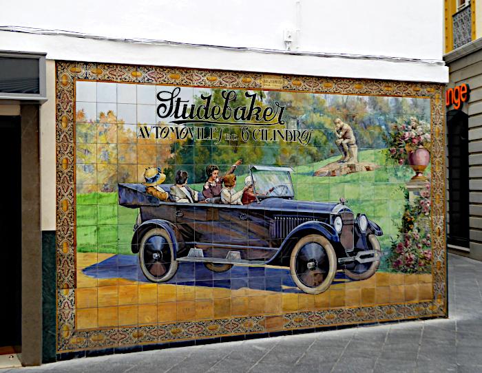 Foto van tegeltableau met Studebaker auto